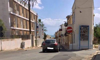 Auto che scendono... auto che salgono dalla Via Caboto