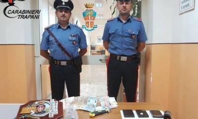 Castelvetrano, carabinieri con cani antidroga al lavoro: arrestati in due