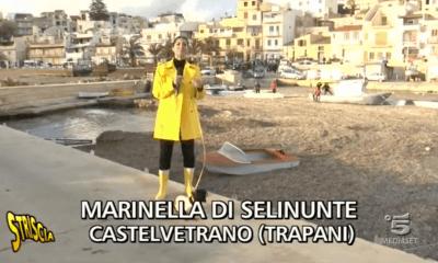 """Striscia la Notizia a Marinella di Selinunte: Il servizio di Stefania Petyx sul porticciolo """"abusivo""""  intasato da posedonia e sabbia"""