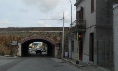 Castelvetrano, disagi e rischi per il mancato ripristino del semaforo di via Partanna