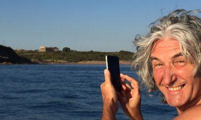 Il chitarrista dei Dire Straits Phil Palmer in vacanza a Tre Fontane e Marinella di Selinunte