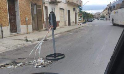Castelvetrano, pericolosa buca stradale in via SS. Trinità. La segnalazione di una lettrice